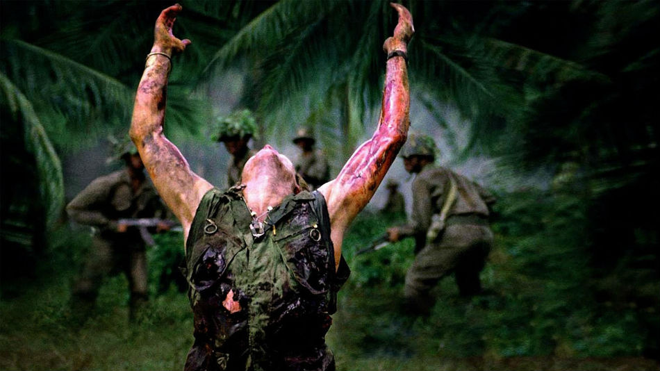 Platoon (1986) dirigida por Oliver Stone